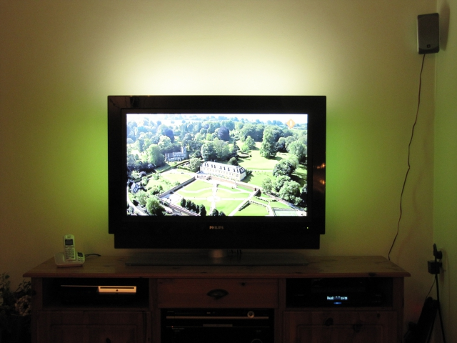 philips cineos flat tv pixel plus 3 hd ambilight. Black Bedroom Furniture Sets. Home Design Ideas